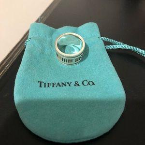 Tiffany & Co Atlas ring size 6